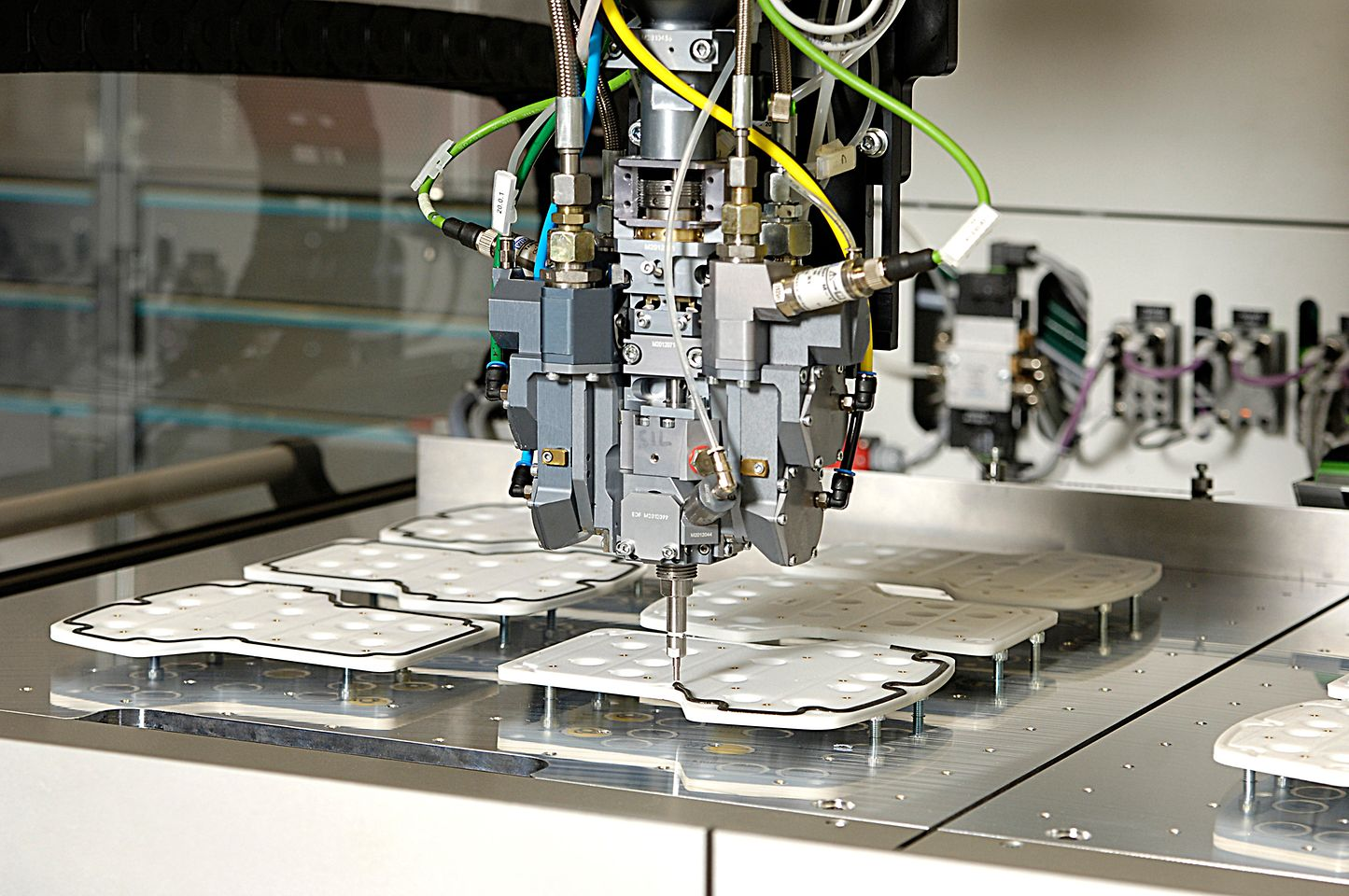 Users receive material, machine and the process from a single source by Henkel.