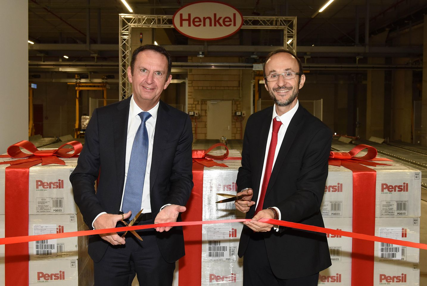 Henkel CEO Hans Van Bylen and Bruno Piacenza, Executive Vice President Laundry & Home Care, at the opening (from left)